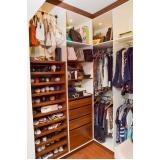 closet planejado com portas Taquaral